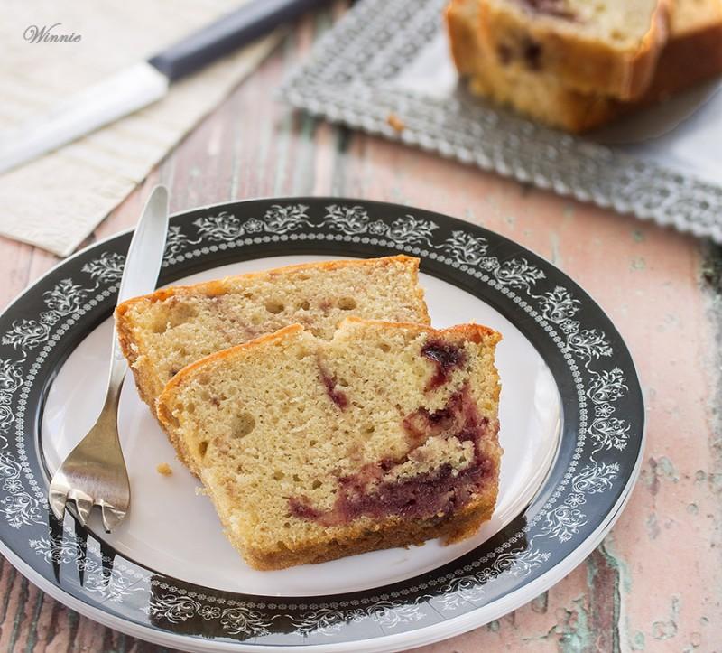 Vanilla Cake with Fruit jam