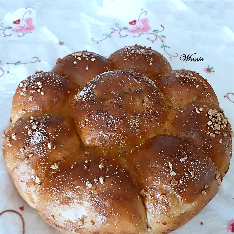 Rich Challahs (and rolls) with Whole-wheat flour