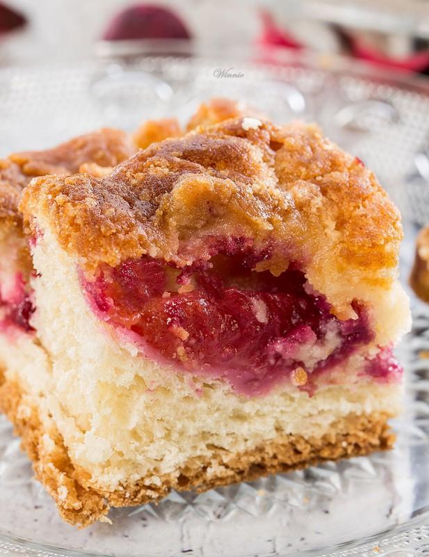 עוגת שזיפים על תחתית בצק עוגת שמריס-וו