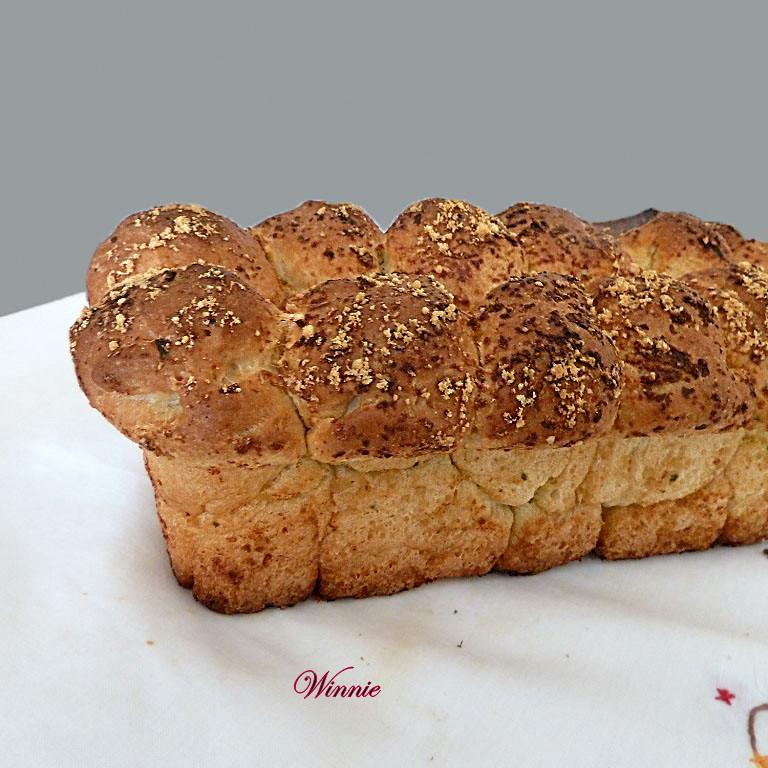 Pull-apart Garlic Challah