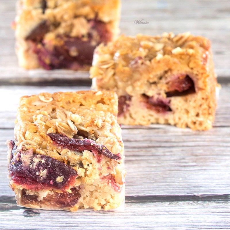 Plum-pastry with Honey & Oats