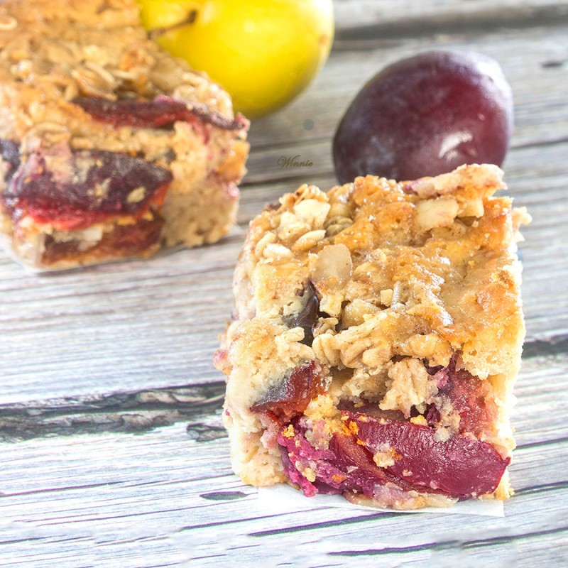 Plum-pastry with Honey/ & Oats