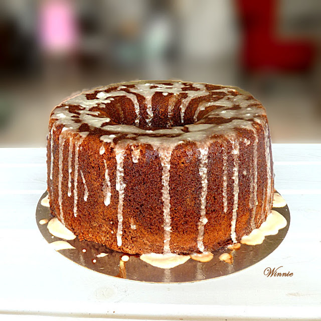 Date-syrup Cake with Lemon glaze