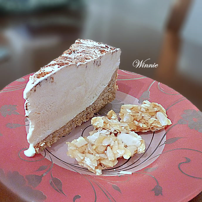 Frozen CheeseCake with Honey & Praline
