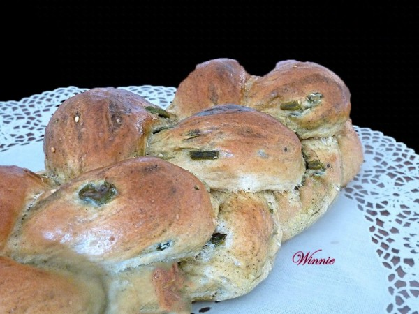 Soft Challahs & Rolls with Zaatar and Olives