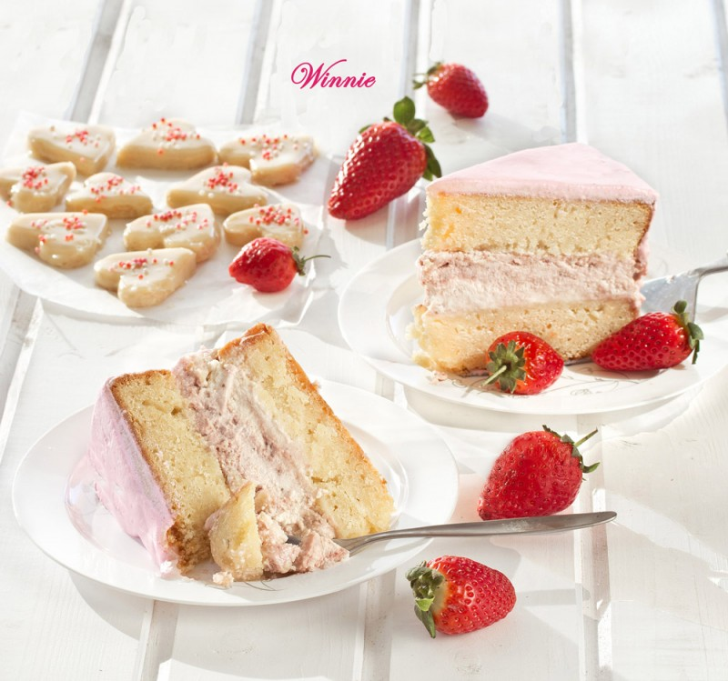 White Chocolate Mud Cake with layer of Strawberry Cheesecake