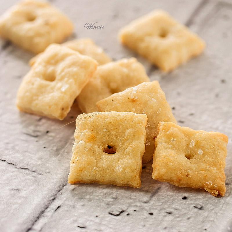 קרקרים עם גבינה-ח