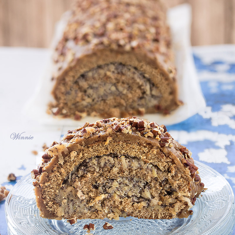 Swiss-Roll Cake with Apple and Poppy filling