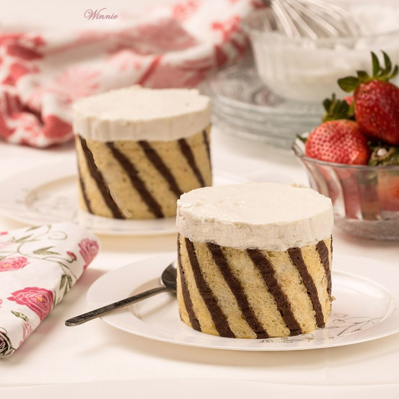 Mini White-Chocolate Cheesecakes, wrapped in Swiss-Roll